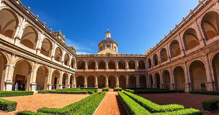 Monastero San Miguel de Reyes