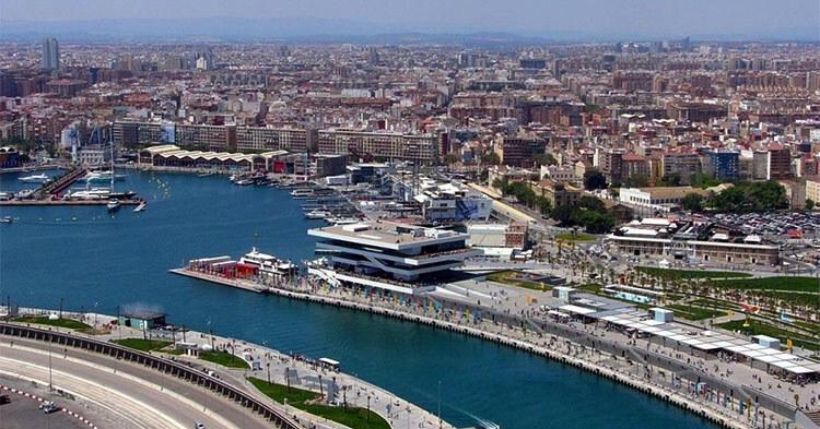 Nave da crociera porto di Valencia